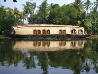 Private Tour: Half-Day Kerala Deluxe Houseboat Backwater Tour in Alappuzha